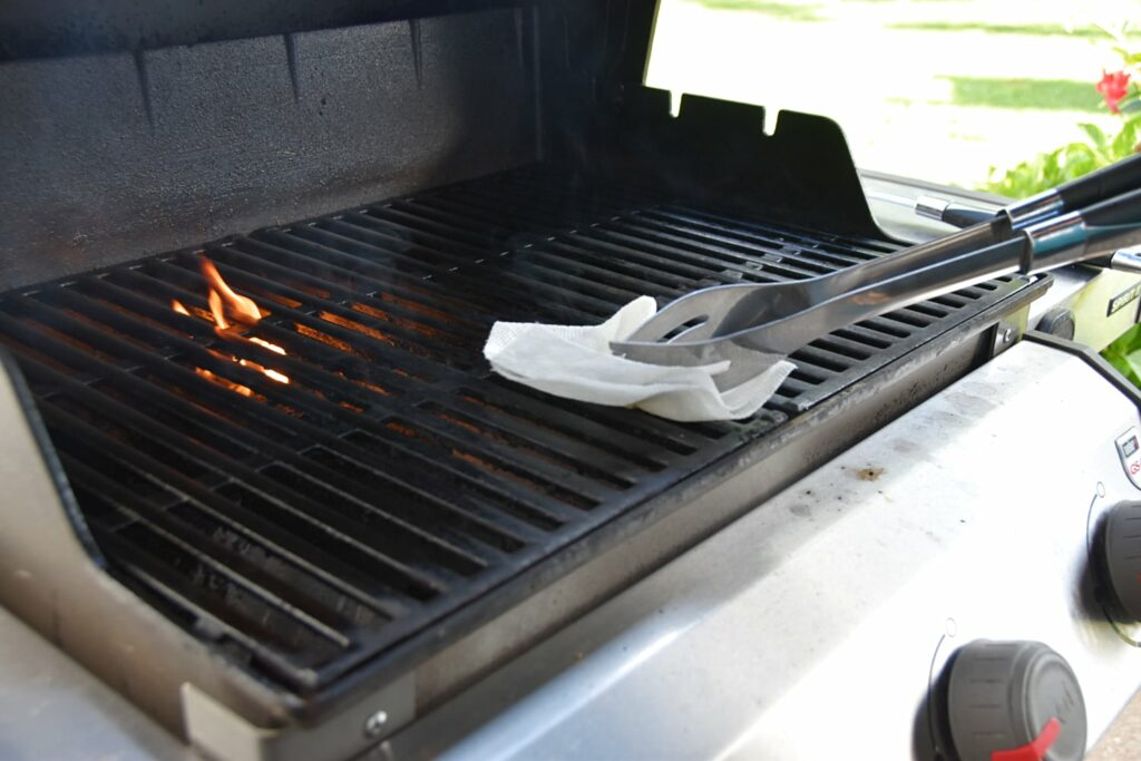 oiling the grates to grill turkey burgers